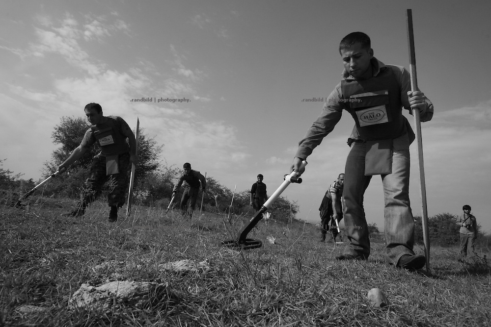 Local georgians while a mine clearance training operated by Halo Trust in the so called bufferzone between Gori and Tskhinvali, few days after the withdrawal of the russian forces from the area. The bufferzone was etablished after a short war in August 2008 as the georgian army assulted South Ossetia to overthrow the local separatist government.