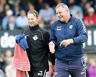 FODBOLD: Assistenttræner Brian Gellert (FC Helsingør) i hyggesnak med cheftræner Kent Nielsen (OB) før kampen i ALKA Superligaen mellem FC Helsingør og OB den 24. juli 2017 på Helsingør Stadion. Foto: Claus Birch