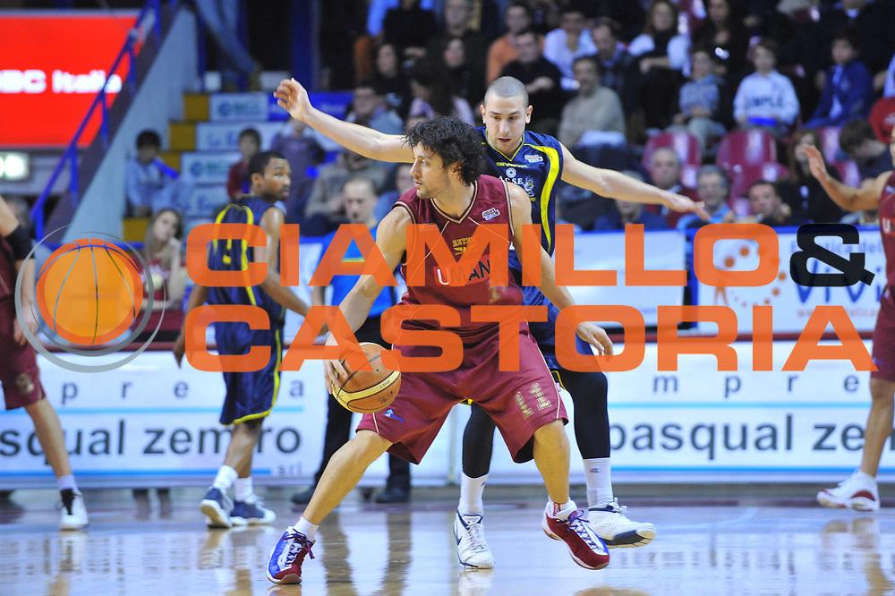 DESCRIZIONE : Venezia Lega A2 2009-10 Umana Reyer Venezia Bialetti Scafati<br /> GIOCATORE : Guido Meini<br /> SQUADRA : Umana Reyer Venezia <br /> EVENTO : Campionato Lega A2 2009-2010<br /> GARA : Umana Reyer Venezia Bialetti Scafat<br /> DATA : 24/01/2010<br /> CATEGORIA : Palleggio<br /> SPORT : Pallacanestro <br /> AUTORE : Agenzia Ciamillo-Castoria/M.Gregolin<br /> Galleria : Lega Basket A2 2009-2010 <br /> Fotonotizia : Venezia Campionato Italiano Lega A2 2009-2010 Umana Reyer Venezia Bialetti Scafati<br /> Predefinita :