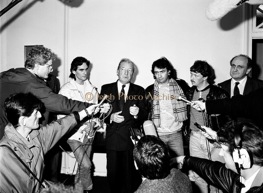An Taoiseach Charles Haughey TD meets with Paul Hill and Gerard Conlon, two of the Guildford Four. Having been wrongly convicted of a pub bombing, the Four were finally released on appeal after fourteen years in prison. Having been offered no compensation for their time in prison, they met with An Taoiseach to highlight the injustices they had suffered.<br />