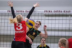 17-03-2018 NED: Prima Donna Kaas Huizen - VC Sneek, Huizen<br /> PDK verliest kansloos met 3-0 van Sneek / Bianca de Kock #9 of PDK Huizen, Ellen van Wijnen #3