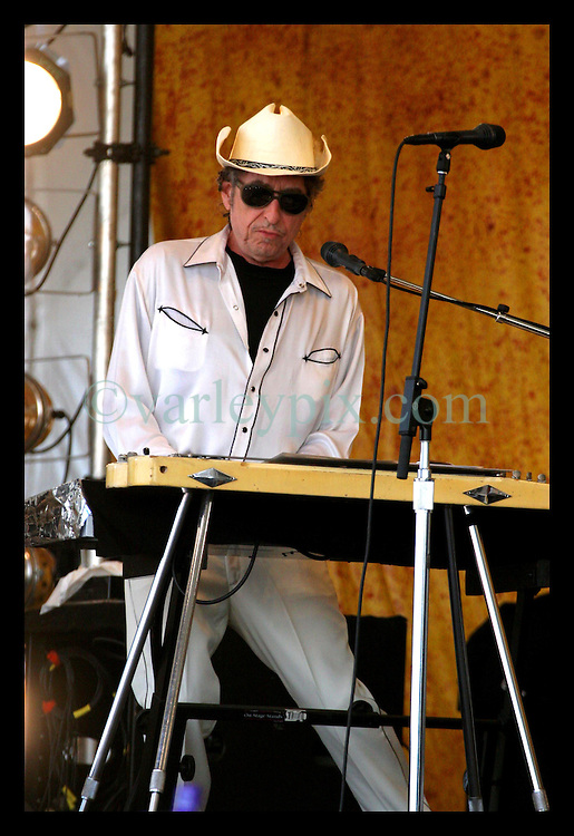 April 28nd, 2006. New Orleans, Louisiana. Jazzfest . The New Orleans Jazz and Heritage festival. (Image control freak) Bob Dylan on the Acura stage.