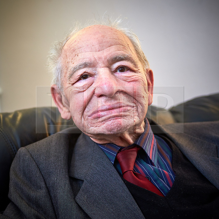 © Licensed to London News Pictures.  FILE PICTURE. 07/03/2015. OXFORD, UK.  Portrait of Inspector Morse author COLIN DEXTER who has died at the age of 86. Photo credit: Cliff Hide/LNP