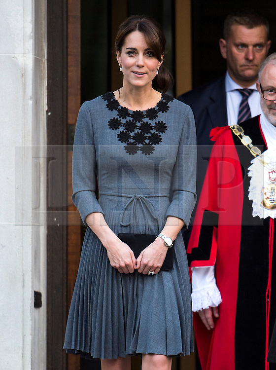 © Licensed to London News Pictures. 27/10/2015. CATHERINE, DUCHESS OF CAMBRIDGE leaving Islington Town Hall in London after visiting charity Chance UK's early intervention child mentoring programme. London, UK. Photo credit: Ben Cawthra/LNP