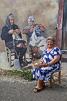 Italie, Sardaigne, peinture murale dans le village de Tinnura, modele devant son portrait, peinture de Pina Monne // Italy, Sardinia, Mural painting at Tinnura. Model in front of his portrait, by artist Pina Monne