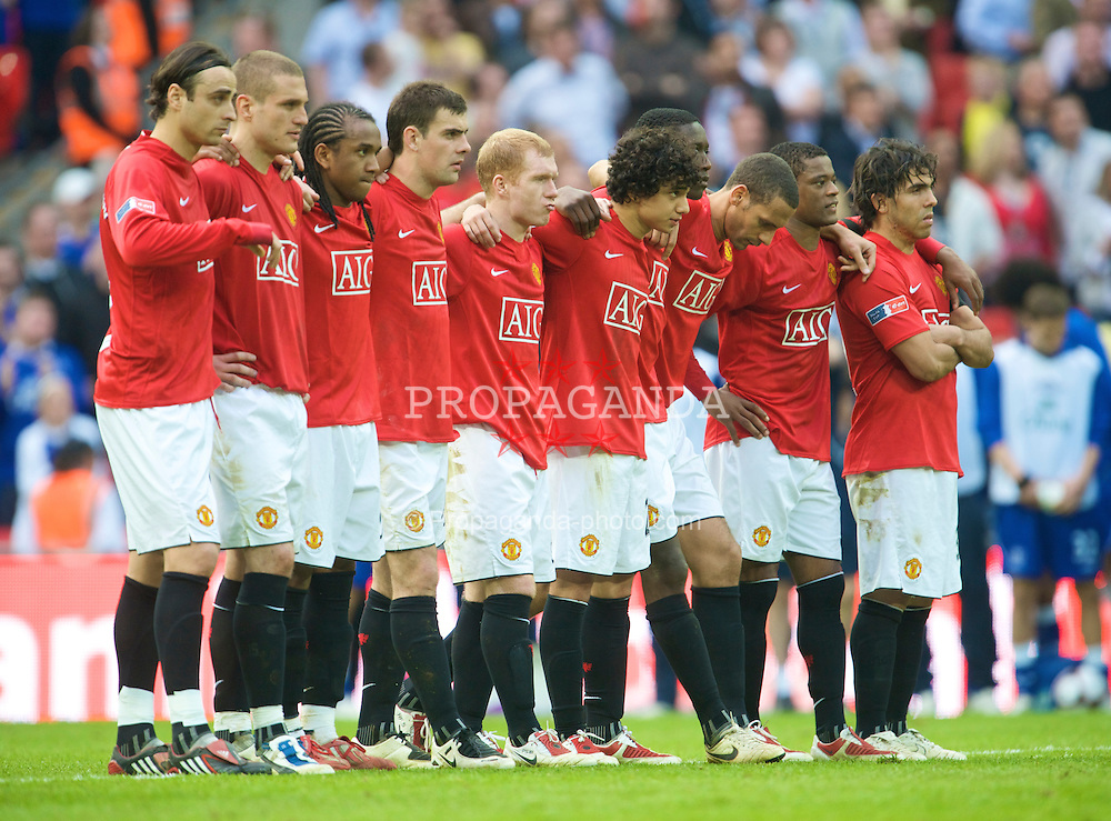 LONDON, ENGLAND - Sunday, April 19, 2009: Manchester United's players look dejected as their side is beaten 4-2 on penalties by Everton during the FA Cup Semi-Final match at Wembley. (L-R) Dimitar Berbatov, Nemanja Vidic, Anderson, Darron Gibson, Paul Scholes, Rafael da Silva, Danny Welbeck, Rio Ferdinand, Patrice Evra and Carlos Tevez. (Photo by David Rawcliffe/Propaganda)