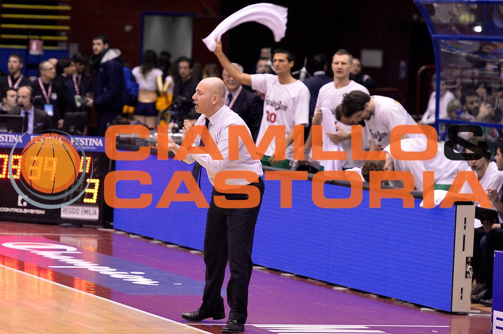 DESCRIZIONE : Milano Coppa Italia Final Eight 2014 Semifinale Banco di Sardegna Sassari Grissin Bon Reggio Emilia<br /> GIOCATORE : Massimiliano Menetti<br /> CATEGORIA : Esultanza<br /> SQUADRA : Grissin Bon Reggio Emilia<br /> EVENTO : Beko Coppa Italia Final Eight 2014<br /> GARA : Banco di Sardegna Sassari Grissin Bon Reggio Emilia<br /> DATA : 08/02/2014<br /> SPORT : Pallacanestro<br /> AUTORE : Agenzia Ciamillo-Castoria/R.Morgano<br /> Galleria : Lega Basket Final Eight Coppa Italia 2014<br /> Fotonotizia : Milano Coppa Italia Final Eight 2014 Semifinale Banco di Sardegna Sassari Grissin Bon Reggio Emilia<br /> Predefinita :
