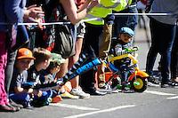 Young spectators<br /> The Virgin Money London Marathon 2014<br /> 13 April 2014<br /> Photo: Javier Garcia/Virgin Money London Marathon<br /> media@london-marathon.co.uk
