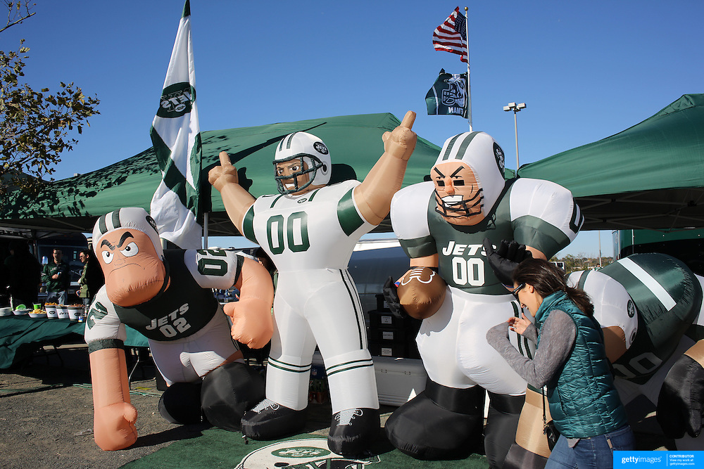 Blow up New York Jets figures during tailgate parties in the parking lot of MetLife Stadium before the New York Jets V New England Patriots NFL regular season game at MetLife Stadium, East Rutherford, NJ, USA. 20th October 2013. Photo Tim Clayton