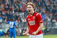 ALKMAAR - 04-10-2015, AZ - FC Twente, AFAS Stadion, AZ speler Guus Hupperts juicht nadat hij de 3-0 heeft gescoord, juichen.