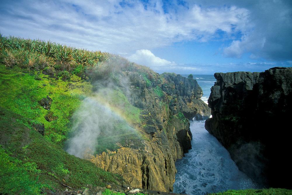 New Zealand, South Island, Paparoa National Park, Pancake Rocks and Blowholes