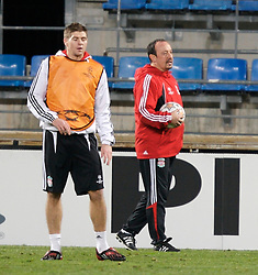 MARSEILLE, FRANCE - Monday, December 10, 2007: Liverpool's manager Rafael Benitez and captain Steven Gerrard MBE training at the Stade Velodrome ahead of the final UEFA Champions League Group A match against Olympique de Marseille. Liverpool must win to progress to the knock-out stage. (Photo by David Rawcliffe/Propaganda)