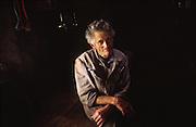 """Aloys dit """"Mamil"""" Castella (1926 - 30 oct. 2005) avait passé a peu près 50 étés à l'alpage. Dans son chalet sous la dent de Ruth près d'Albeuve il s'occupait des génisses et nourissait quelques chèvres. A l'aide d'un cheval il sortait le fumier et faisait les travaux d'entretien d'alpage. """"Mamil"""" était connu dans toute la région pour sa gentilesse et son humour. Il est décédé en 2005 à l'age de 79 ans. ."""