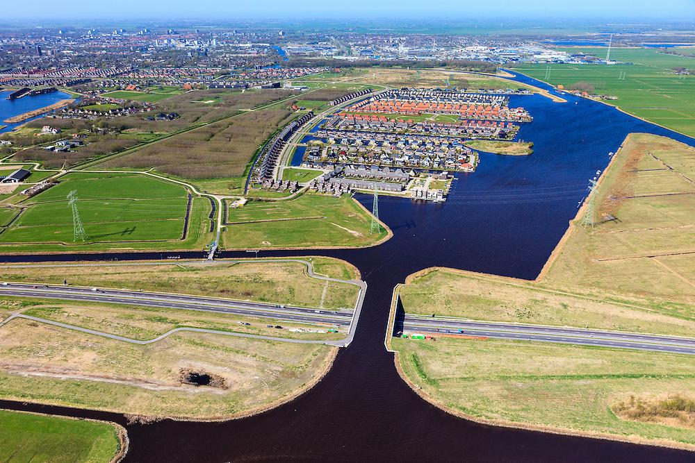 Nederland, Friesland, Waldwei, 01-05-2013; Aquaduct Langdeel. Het aquaduct ligt ten zuiden van Leeuwarden bij de wijk Zuiderburen en maakt deel uit van de Waldwei (N31). Het kanaal Langdeel is onderdeel van de staande mastroute.<br /> Aqueduct Langdeel near Leeuwarden, North Netherlands, next to the newly constructed residential area Zuiderburen (Southern neighbours, middle picture). It crosses the motorway N31.<br /> luchtfoto (toeslag op standard tarieven);<br /> aerial photo (additional fee required);<br /> copyright foto/photo Siebe Swart