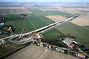 Nederland, Hoeksche Waard, Mookhoek, 08-03-2002; overzicht van de aanleg halfverdiepte bak van de HSL thv Mookhoek; de Strijense Dijk is tijdelijk omgelegd, deze weg zal in de toekomst over het dak van genoemde bak gaan; zie ook detailfoto; infrastructuur verkeer en vervoer spoor wegenbouw heistellingen landschap.<br /> luchtfoto (toeslag), aerial photo (additional fee)<br /> foto /photo Siebe Swart