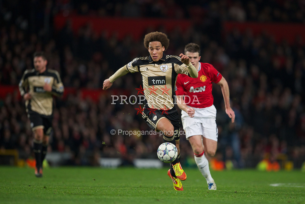 MANCHESTER, ENGLAND - Tuesday, November 22, 2011: SL Benfica's Axel Witsel in action against Manchester United during the UEFA Champions League Group C match at Old Trafford. (Pic by David Rawcliffe/Propaganda)