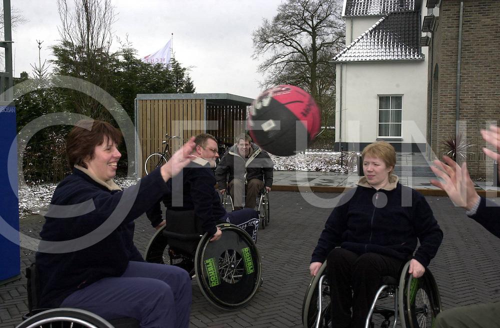 060311,hardenberg,nederland<br /> demo basketbal van thema dag bewegen,<br /> Fotografie Frank Uijlenbroek&copy;2006sanderuijlenbroek
