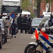 Begrafenis Pim Fortuyn, minister Annemarie Jorritsma verlaat kerk achterzijde