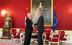 24.05.2016, Präsidentschaftskanzlei, Wien, AUT, Treffen zwischen Bundespräsident Fischer und designierten Bundespräsident Van der Bellen, im Bild v.l.n.r. designierter Bundespräsident Alexander Van der Bellen und Bundespraesident von Österreich Heinz Fischer // f.l.t.r. designated Federal President of Austria Alexander Van der Bellen and Federal President of Austria Heinz Fischer during visit between federal president and designated federal president at Federal Presidents Office in Vienna, Austria on 2016/05/24, EXPA Pictures © 2016, PhotoCredit: EXPA/ Michael Gruber
