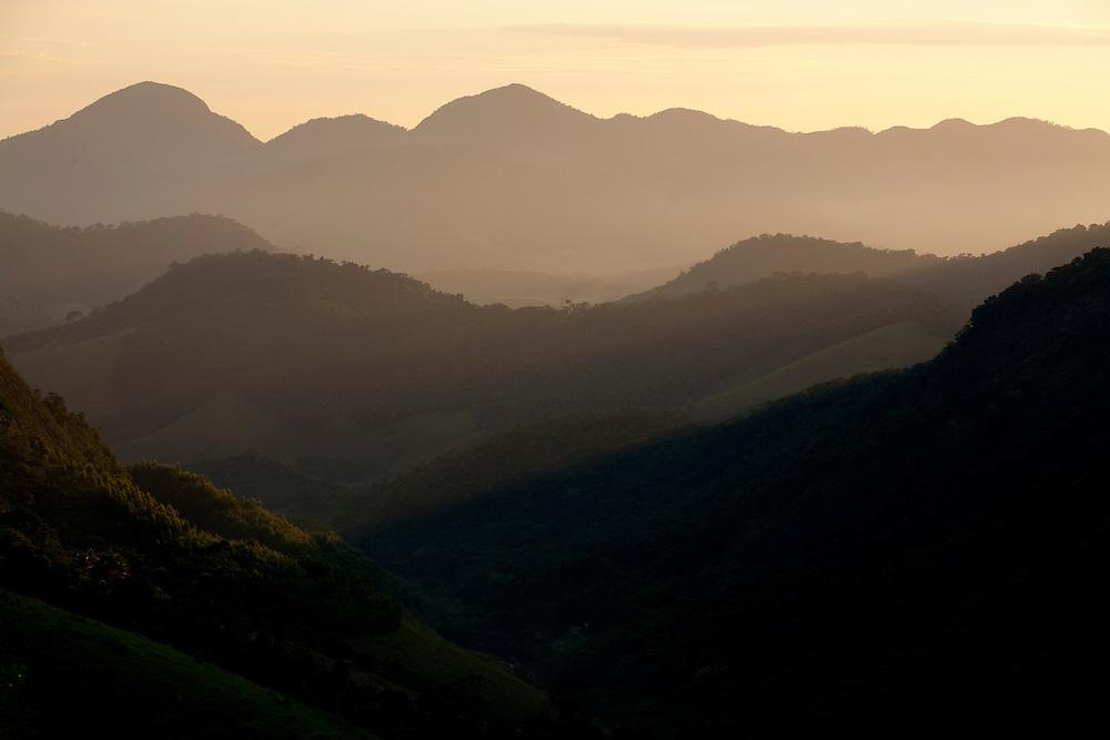 Santa Leopoldina_ES, Brasil...Vista panoramica das montanhas em Santa Leopoldina...Panoramic view of the mountains in Santa Leopoldina...Foto: LEO DRUMOND / NITRO