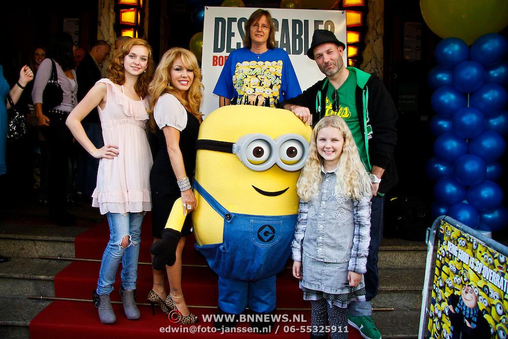 NLD/Amsterdam/20101003 - Premiere De Verschrikkelijke Ikke en de rest kan stikken, stemmencast Pip Pellens, Patricia Paay en Eddy Zoe met regisseur en ...