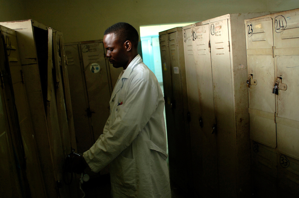 Kinshasa November 30, 2005 -  Kinshasa General Hospital, doctor in front of his closet - The Kinshasa General Hospital, is far from being a bush dispensary. With its 2,000 beds and its 2,250 employees (doctors, nurses and administrative personnel), it is one of Africa's most impressive medical facilities. It offers a full range of services and is the undisputed referral centre for the Congolese capital. Its patients the sick, accident victims and war casualties, both civilian and military  have one thing in common: their suffering, which the staff do their best to alleviate with the means available. But those means are often woefully inadequate