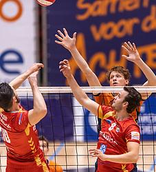 14-04-2019 NED: Achterhoek Orion - Draisma Dynamo, Doetinchem<br /> Orion win the fourth set and play the final round against Lycurgus. Dynamo won 2-3 / Twan Wiltenburg #9 of Orion, Freek de Weijer #8 of Dynamo