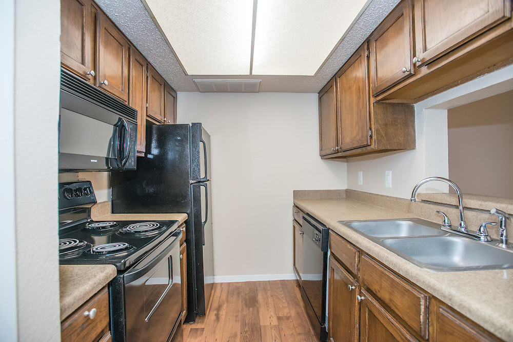 Photographs of the Estrada Oaks Apartments in Irving, Texas, for Dayrise.