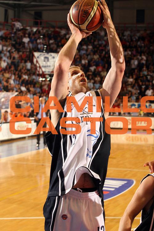 DESCRIZIONE : Napoli Lega A1 2005-06 Play Off Quarti Finale Gara 3 Carpisa Napoli Snaidero Udine<br /> GIOCATORE : Rocca<br /> SQUADRA : Carpisa Napoli<br /> EVENTO : Campionato Lega A1 2005-2006 Play Off Quarti Finale Gara 3<br /> GARA : Carpisa Napoli Snaidero Udine <br /> DATA : 24/05/2006 <br /> CATEGORIA : Tiro<br /> SPORT : Pallacanestro <br /> AUTORE : Agenzia Ciamillo-Castoria/G.Ciamillo