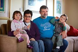 Ana e Dário, pais da Thaís Volpi que morreu no Voo TAM 3054 com o casal de filhos bebês. Eles são um dos poucos pais que conseguiram reconstituir família após a perda de um filho no voo  TAM 3054. FOTO: Jefferson Bernardes/Preview.com
