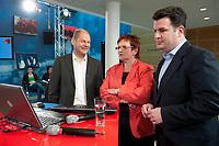 """02 JUN 2010, BERLIN/GERMANY:<br /> Olaf Scholz (L), SPD, Stellv. Fraktionsvorsitzender, Elke Ferner (M), SPD, stellv. Fraktionsvorsitzende und Bundesvorsitzende der Arbeitsgemeinschaft Sozialdemokratischer Frauen, und Hubertus Heil, (R), SPD, Stellv. Fraktionsvorsitzender, SPD Zukunftswerkstatt """"Gut und sicher leben - Onlinekonferenz"""", Willy-Brandt-Haus<br /> IMAGE: 20100602-01-037"""