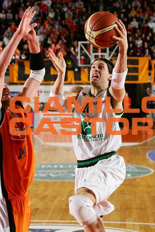 DESCRIZIONE : Udine Lega A1 2005-06 Snaidero Udine Montepaschi Siena <br /> GIOCATORE : Pecile <br /> SQUADRA : Montepaschi Siena <br /> EVENTO : Campionato Lega A1 2005-2006 <br /> GARA : Snaidero Udine Montepaschi Siena <br /> DATA : 05/03/2006 <br /> CATEGORIA : Tiro <br /> SPORT : Pallacanestro <br /> AUTORE : Agenzia Ciamillo-Castoria/S.Silvestri <br /> Galleria : Lega Basket A1 2005-2006 <br /> Fotonotizia : Udine Campionato Italiano Lega A1 2005-2006 Snaidero Udine Montepaschi Siena <br /> Predefinita :