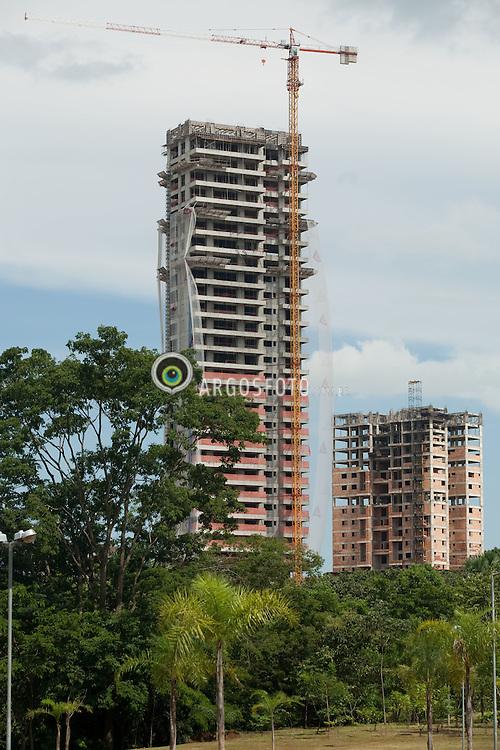 Parque Flamboyant em Goiania, uma das regioes que mais se valorizam na cidade, cujo os manaciais estao amecados pela expansao imobiliaria/ Flamboyant Park in Goiania. The growth of urban sprawl threatens the city's green areas