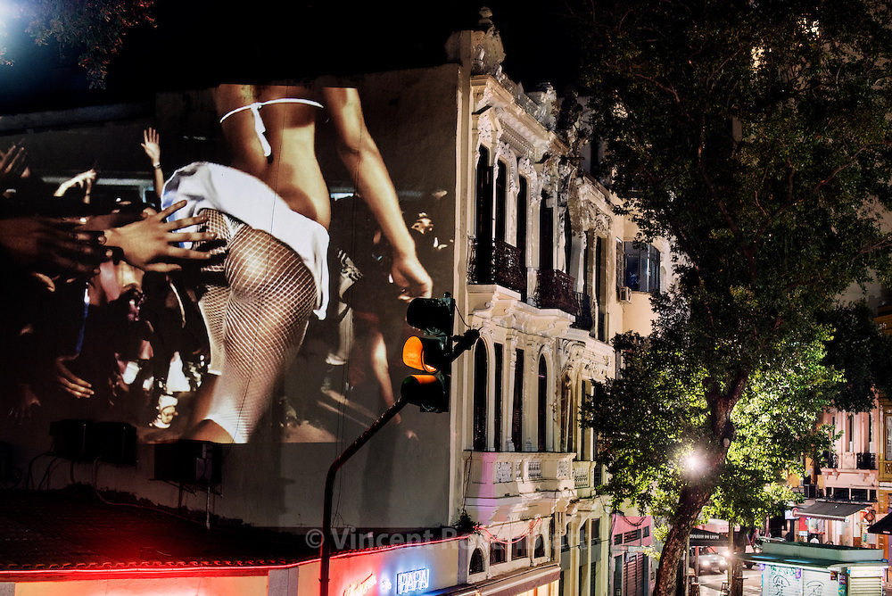 "Slideshow ""Rio Baile Funk"" - work by Vincent Rosenblatt in the district of Lapa, Rio de Janeiro"