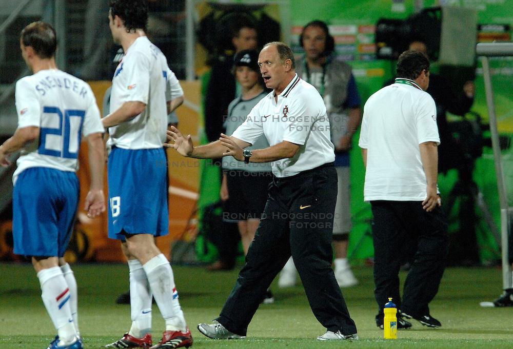 25-06-2006 VOETBAL: FIFA WORLD CUP: NEDERLAND - PORTUGAL: NURNBERG<br /> Oranje verliest in een beladen duel met 1-0 van Portugal en is uitgeschakeld / SCOLARI Luiz Felipe<br /> ©2006-WWW.FOTOHOOGENDOORN.NL