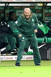 27.11.2011, Weser Stadion, Bremen, GER, 1.FBL, Werder Bremen vs VFB Stuttgart, im Bild Thomas Schaaf (coach SV Werder Bremen) // during the Match GER, 1.FBL, Werder Bremen vs VFB Stuttgart, Weser Stadion, Bremen, Germany, on 2011/11/27EXPA Pictures © 2011, PhotoCredit: EXPA/ nph/ SielskiSielski..***** ATTENTION - OUT OF GER, CRO *****