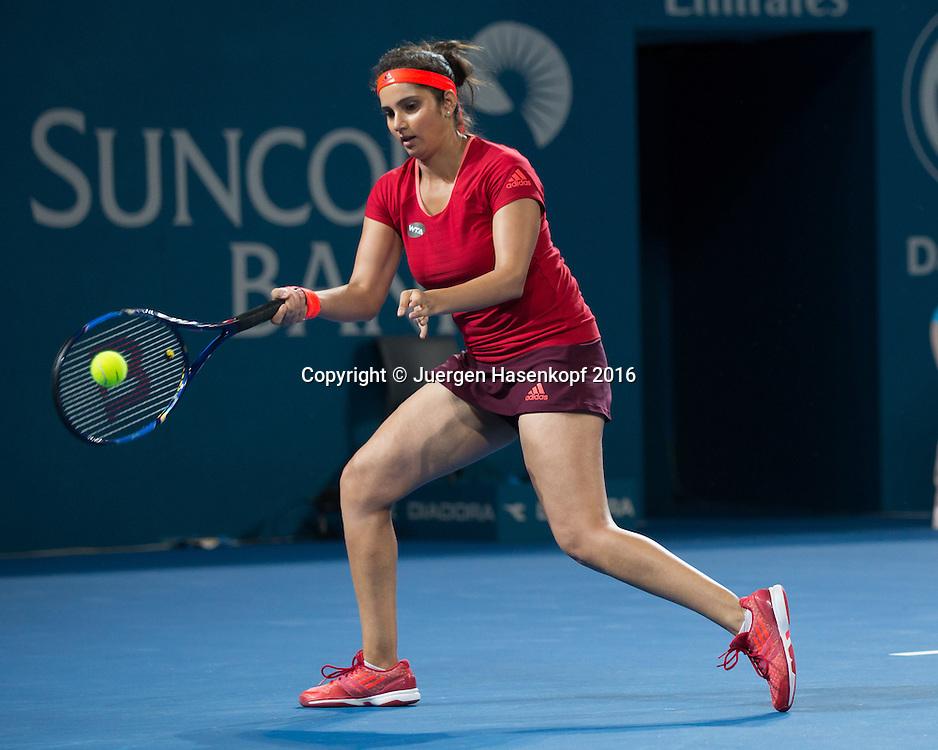 Martina Hingis und Sania Mirza, Doppel Finale<br /> <br /> Tennis - Brisbane International  2016 - WTA -  Queensland Tennis Centre - Brisbane - QLD - Australia  - 9 January 2016. <br /> &copy; Juergen Hasenkopf
