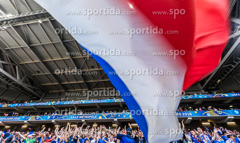 19.06.2016, Stade Pierre Mauroy, Lille, FRA, UEFA Euro, Frankreich, Schweiz vs Frankreich, Gruppe A, im Bild Frankreich Fanblock // France Supporter Block during Group A match between Switzerland and France of the UEFA EURO 2016 France at the Stade Pierre Mauroy in Lille, France on 2016/06/19. EXPA Pictures © 2016, PhotoCredit: EXPA/ JFK