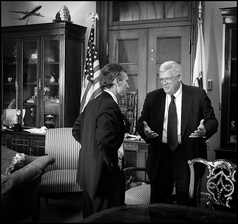 Speaker of the House Dennis Hastert and Senate Majority leader Tom Daschle discuss options to close the Captiol because of the anthrax scare.  10/17/01..©PF BENTLEY/PFPIX.com