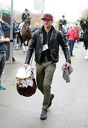 """MÜLLER Thomas (Fussballer)<br /> Stuttgart - German Masters 2019<br /> """"Turniertrottel"""" Thomas Müller bringt die Gamaschen Lisa Müller<br /> Preis der Firma Stihl<br /> Int. Dressurprüfung - CDI4*<br /> Aufgabe: FEI Grand Prix 2009, Rev. 2014<br /> Qualifikation zum Grand Prix Special<br /> 16. November 2019<br /> © www.sportfotos-lafrentz.de/Olaf Krenz"""