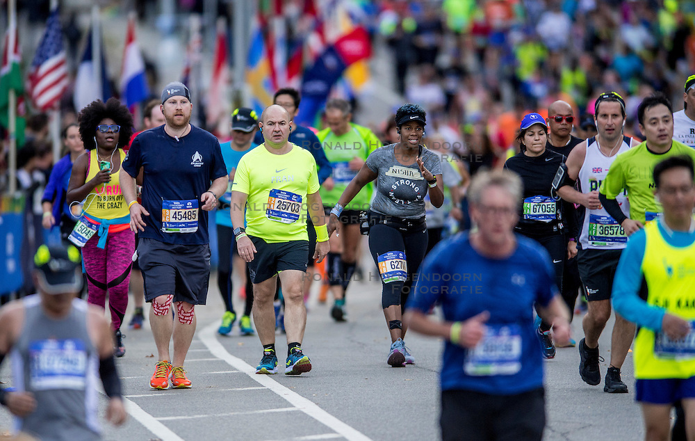 06-11-2016 USA: NYC Marathon We Run 2 Change Diabetes day 3, New York<br /> De dag van de marathon, 42 km en 195 meter door de straten van Staten Island, Brooklyn, Queens, The Bronx en Manhattan / Francisco