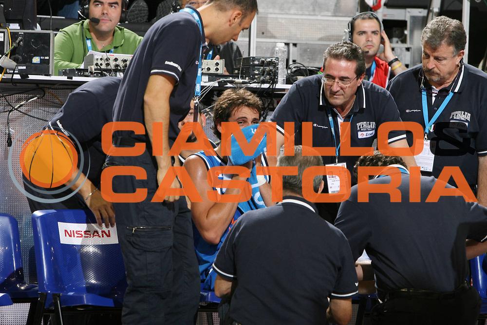 DESCRIZIONE : Madrid Spagna Spain Eurobasket Men 2007 Qualifying Round Germania Italia Germany Italy <br /> GIOCATORE : Marco Belinelli <br /> SQUADRA : Germania Germany <br /> EVENTO : Eurobasket Men 2007 Campionati Europei Uomini 2007 <br /> GARA : Germania Italia Germany Italy <br /> DATA : 12/09/2007 <br /> CATEGORIA : Infortunio <br /> SPORT : Pallacanestro <br /> AUTORE : Ciamillo&amp;Castoria/E.Castoria <br /> Galleria : Eurobasket Men 2007 <br /> Fotonotizia : Madrid Spagna Spain Eurobasket Men 2007 Qualifying Round Germania Italia Germany Italy <br /> Predefinita :