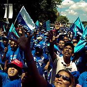 VENEZUELAN POLITICS / POLITICA EN VENEZUELA<br /> PPT supporters march in support for Hugo Chavez / Simpatizantes de PPT durante marcha en apoyo a Hugo Chavez<br /> Caracas - Venezuela 2005<br /> (Copyright © Aaron Sosa)