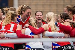 10-12-2016 NED: VC Sneek - Sliedrecht Sport, Sneek<br /> Sneek wint met 3-0 van Sliedrecht Sport / Quinta Steenbergen #14 of Sneek, / Paula Boonstra #5 of Sneek