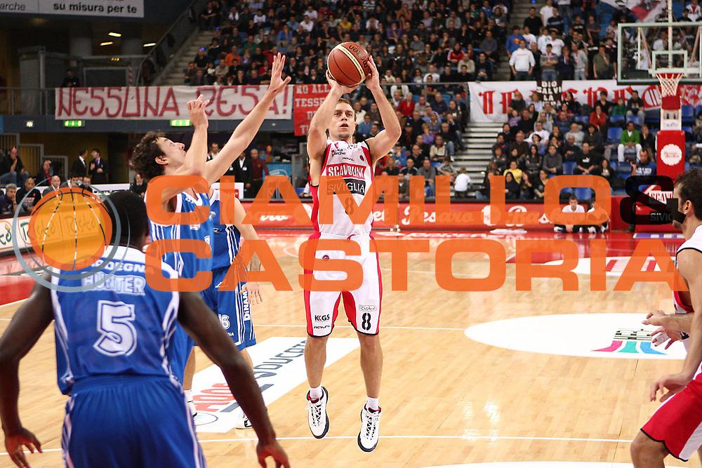 DESCRIZIONE : Pesaro Lega A 2010-11 Scavolini Siviglia Pesaro Dinamo Sassari <br /> GIOCATORE : Ryan Hoover<br /> SQUADRA : Scavolini Siviglia Pesaro<br /> EVENTO : Campionato Lega A 2010-2011<br /> GARA : Scavolini Siviglia Pesaro Dinamo Sassari <br /> DATA : 21/11/2010<br /> CATEGORIA : tiro<br /> SPORT : Pallacanestro<br /> AUTORE : Agenzia Ciamillo-Castoria/C.De Massis<br /> Galleria : Lega Basket A 2010-2011<br /> Fotonotizia : Pesaro Lega A 2010-11 Scavolini Siviglia Pesaro Dinamo Sassari<br /> Predefinita :