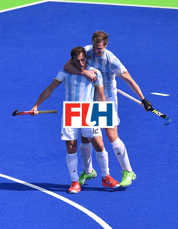 Argentina's Lucas Vila (L) celebrates a goal with Argentina's Lucas Rossi during the men's semifinal field hockey Argentina vs Germany match of the Rio 2016 Olympics Games at the Olympic Hockey Centre in Rio de Janeiro on August 16, 2016. / AFP / Carl DE SOUZA        (Photo credit should read CARL DE SOUZA/AFP/Getty Images)