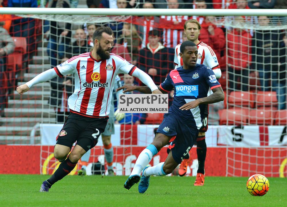 Sunderland's Steven Fletcher and Georginio Wijnaldum of Newcastle battle for the ball in the Wear-Tyne derby....(c) BILLY WHITE | SportPix.org.uk