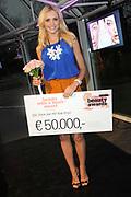 Holland Beauty Awards , award voior de voor de beste nieuwste beautyproducten uitgereikt in Flamingoserre in Artis, Amsterdam.<br /> <br /> Op de foto:  Holland Beauty Awards , award voior de voor de beste nieuwste beautyproducten uitgereikt in Flamingoserre in Artis, Amsterdam.<br /> <br /> Op de foto:  Yfke Sturm kreeg de Beauty with a Heart Award voor haar inzet voor Het Rode Kruis. Ze ontving een cheque van Ä 50.000 aan mediawaarde.