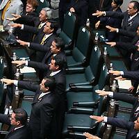 Toluca, Mex.- Aspecto de la sesion solemne donde rindieron protesta los 75 diputados que integran la LVI Legislatura del Estado de Mexico. Agencia MVT / Mario Vazquez de la Torre. (DIGITAL)<br /> <br /> <br /> <br /> NO ARCHIVAR - NO ARCHIVE