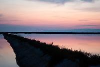 Il complesso produttivo delle saline è situato nel comune italiano di Margherita di Savoia (nome dato dagli abitanti in onore alla regina d'Italia che molto si adoperò nei confronti dei salinieri) nella provincia di Barletta-Andria-Trani in Puglia. Sono le più grandi d'Europa e le seconde nel mondo, in grado di produrre circa la metà del sale marino nazionale (500.000 di tonnellate annue).All'interno dei suoi bacini si sono insediate popolazioni di uccelli migratori e non, divenuti stanziali quali il fenicottero rosa, airone cenerino, garzetta, avocetta, cavaliere d'Italia, chiurlo, chiurlotello, fischione, volpoca..Il tramonto sui bacini di raccolta ed evaporazione delle acque marine per la produzione del sale.